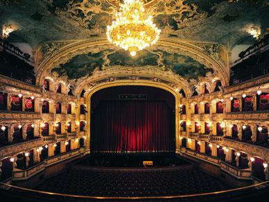 プラハ国立オペラ座